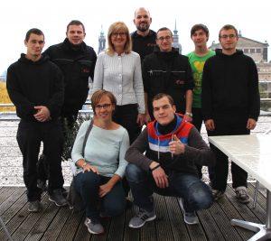 Gruppenbild mit der Gastgeberin Frau Dombois in der Mitte (oben).